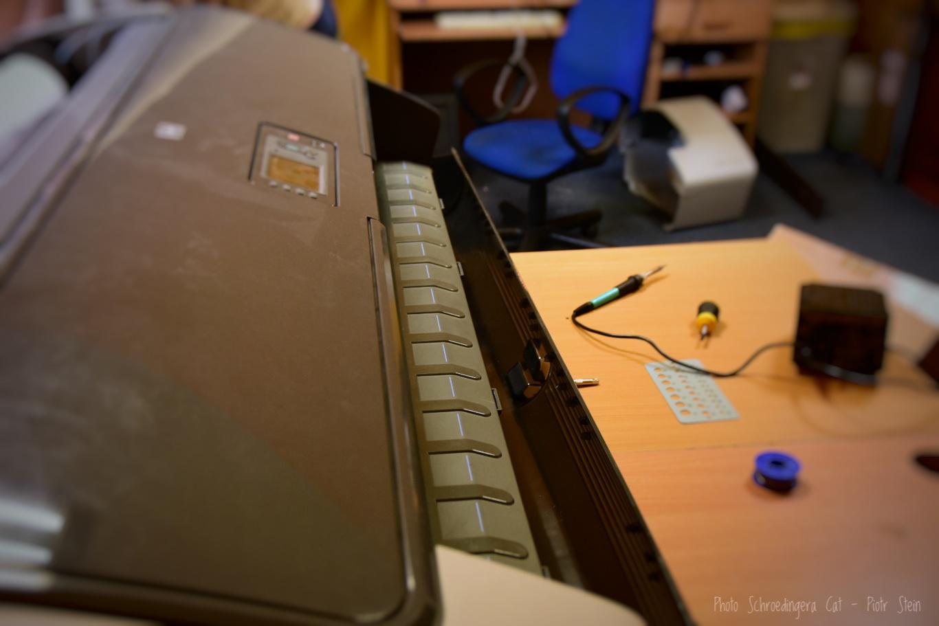 Serwis ploterów i techniczna obsługa. © Zdjęcie za zgodą Akte.com.pl i autora @PhotoSchroedingerCat https://akte.com.pl/naprawa-ploterow-hp/